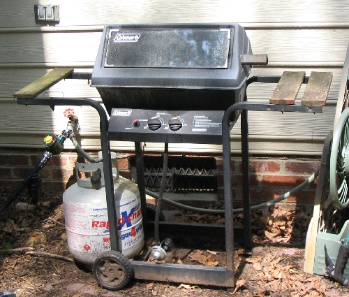 The gas grill before being refurbished. Looks ugly.